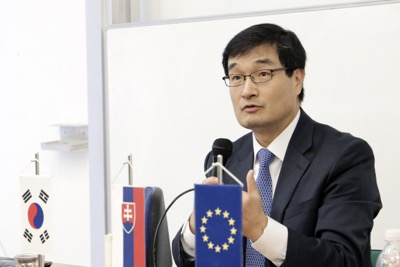 Univerzitné udalosti » Ambassador of the Republic of Korea Discussed the Current Affairs with Students